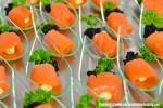 Lachsröllchen mit Kaviar und Frischkäsefüllung